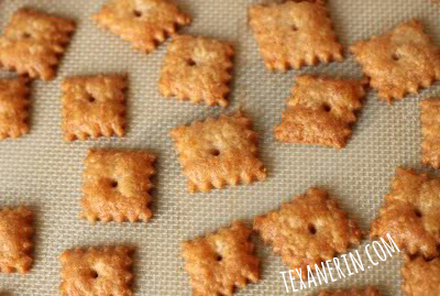 Homemade 100% Whole Wheat Cheese Crackers - even better than the ones at the store! | texanerin.com
