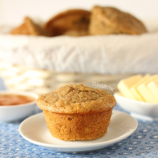 100% Whole Grain Dinner Muffins - don't require any rising time and nice and fluffy! | texanerin.com