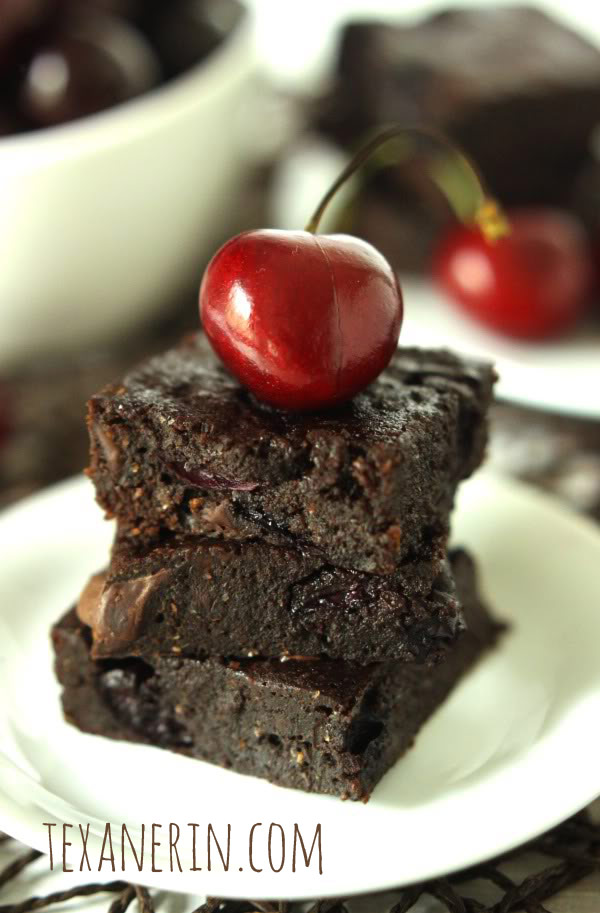 100% Whole Grain Chocolate Cherry Brownies | texanerin.com
