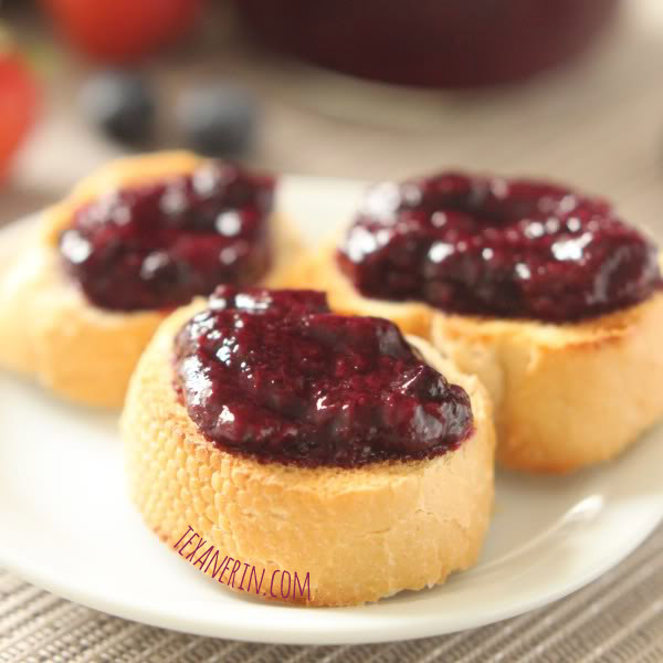 Strawberry Blueberry Jam (honey sweetened, pectin free) - quick and easy jam, bursting with berry flavor! | texanerin.com