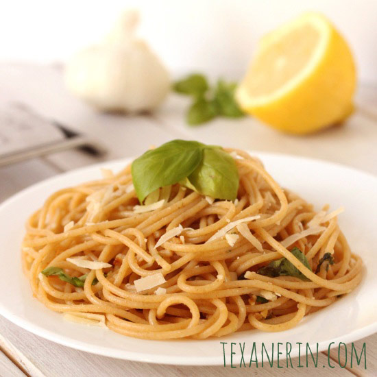 Lemon Garlic Spaghetti – super quick and easy! Perfect for busy nights.