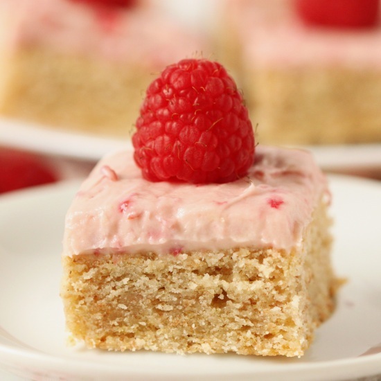 Whole Grain Lofthouse Bars with Raspberry Cream Cheese White Chocolate Frosting | texanerin.com