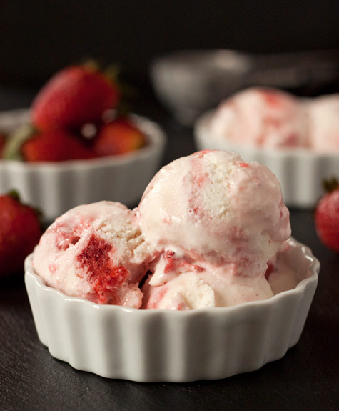 Strawberry Swirl Frozen Yogurt | texanerin.com