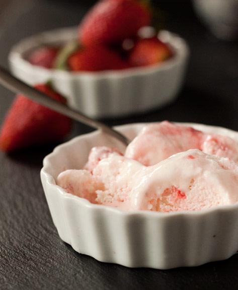 Strawberry Swirl Frozen Yogurt | texanerin.com