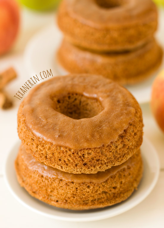 Baked Apple Butter Donuts – 100% whole grain and dairy-free, but these taste just as amazing as a regular baked donut! | texanerin.com