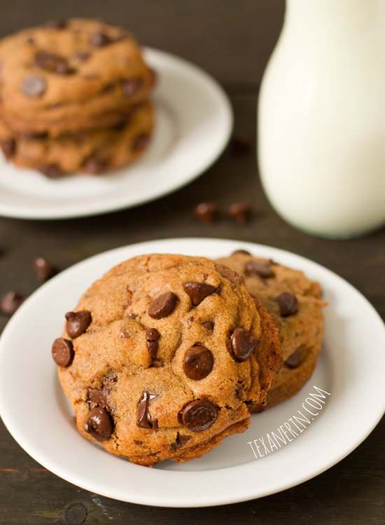 Healthier New York Times Chocolate Chip Cookies – These healthified cookies are just as delicious as the original! | texanerin.com