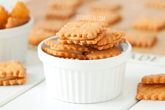 Peanut butter cheese cracker sandwiches | texanerin.com