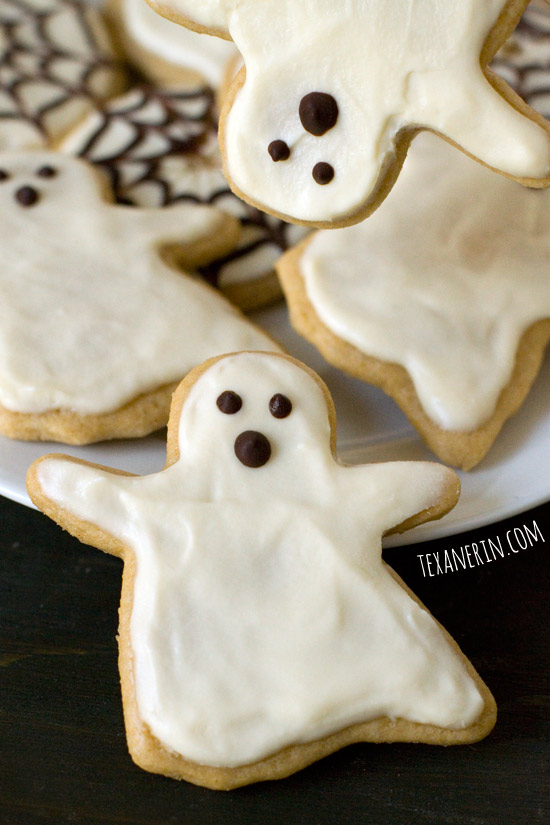 Healthier Halloween Sugar Cookies – quick, easy and delicious! | texanerin.com