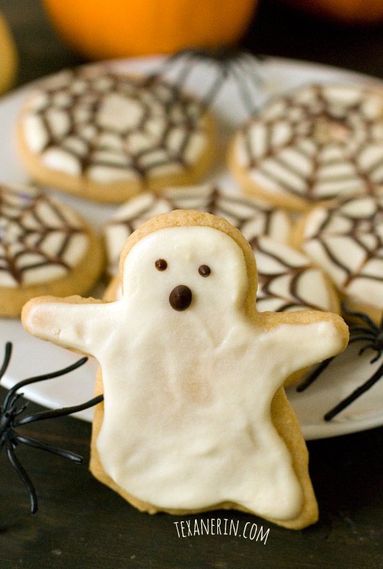 Healthier Halloween Sugar Cookies – nobody will believe these are made healthier! | texanerin.com