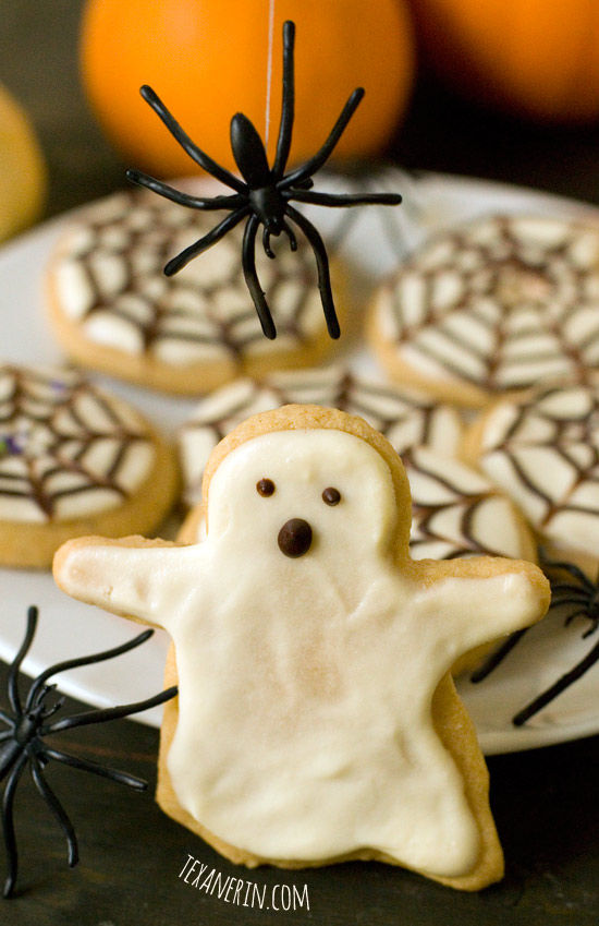 Healthier Halloween Sugar Cookies – chewy, soft and delicious! | texanerin.com