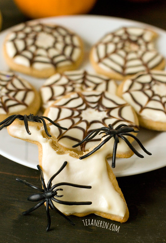 Healthier Halloween Sugar Cookies – no chilling time required! | texanerin.com