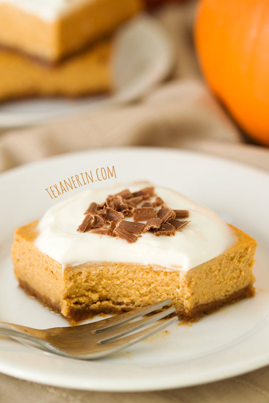 Lighter Pumpkin Cheesecake Bars – the perfect way to end a meal! | texanerin.com