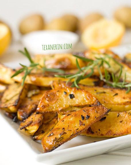 Rosemary and garlic roasted potatoes | texanerin.com