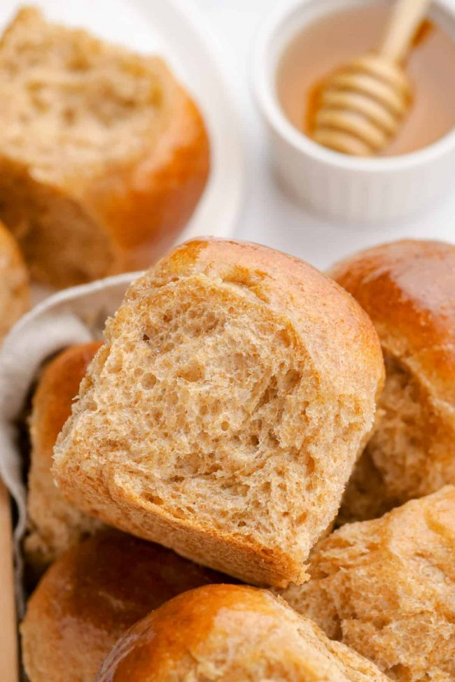 The best 100% whole wheat dinner rolls ever – so incredibly soft and fluffy! With a dairy-free option.