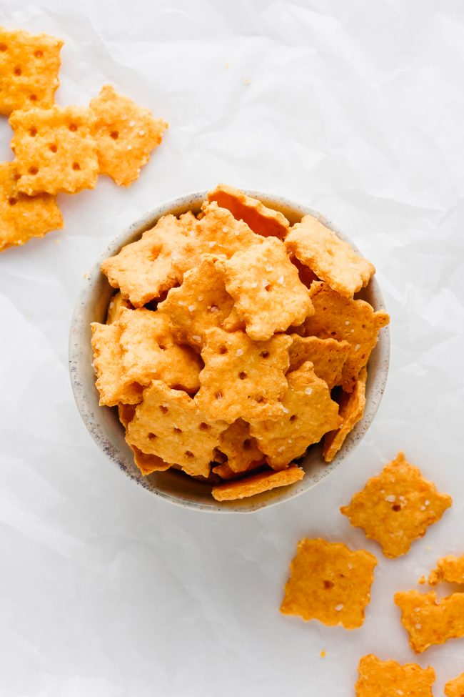 These keto cheese crackers are just as delicious as the traditional store-bought kind! Nobody will believe that these are low-carb, gluten-free and grain-free.