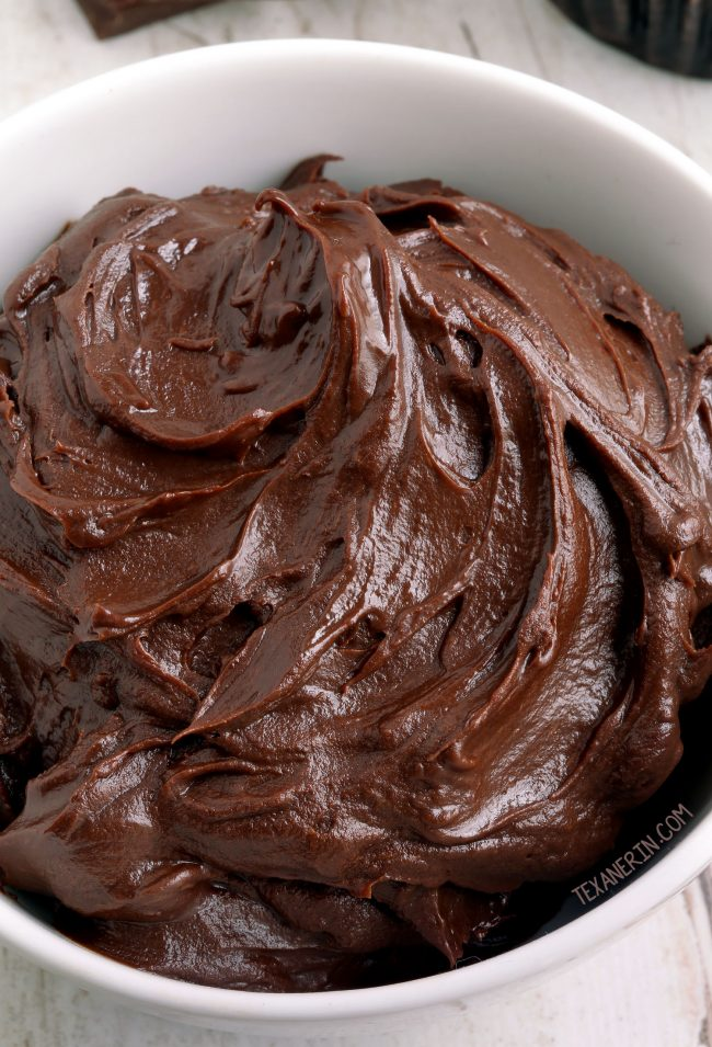 4-ingredient Paleo Vegan Chocolate Fudge Frosting. Only takes 5 minutes to make! Hold ups perfectly at room temp and can be piped. Please click through to the recipe to see all the dietary-friendly options.