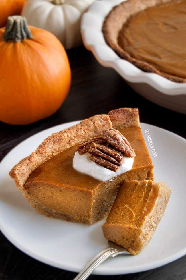 This paleo vegan pumpkin pie has a richer and creamier pumpkin filling than your traditional pumpkin pie! A great grain-free, gluten-free and dairy-free dessert for Thanksgiving.