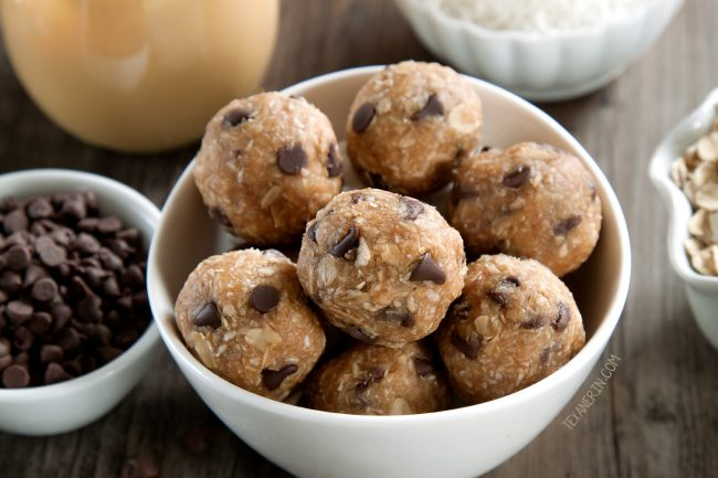 Super Easy 6-ingredient Peanut Butter Protein Balls (gluten-free, vegan option, and dairy-free)