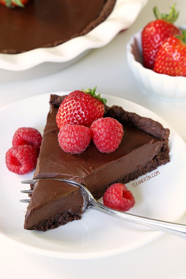 Paleo vegan chocolate cream pie with an ultra silky chocolate filling and a chocolate cookie / brownie crust! Made without tofu. Prefer a chocolate fudge pie? Serve it cold for a fudgier texture.