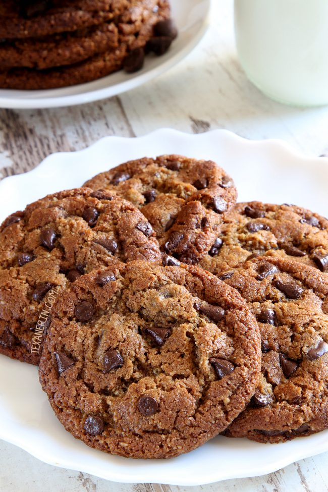 These paleo peanut butter cookies use sunflower seed butter and have a crisp edge and chewy center! Has a vegan option.</em></p>