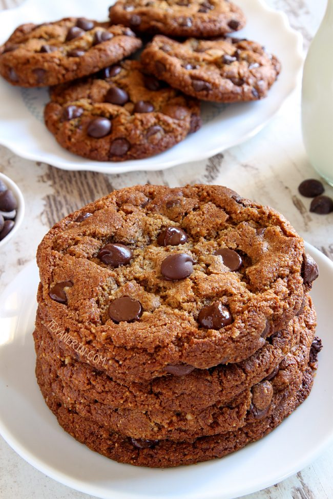 These paleo peanut butter cookies use sunflower seed butter and yield a soft and chewy cookie! Includes a vegan option.</em></p>