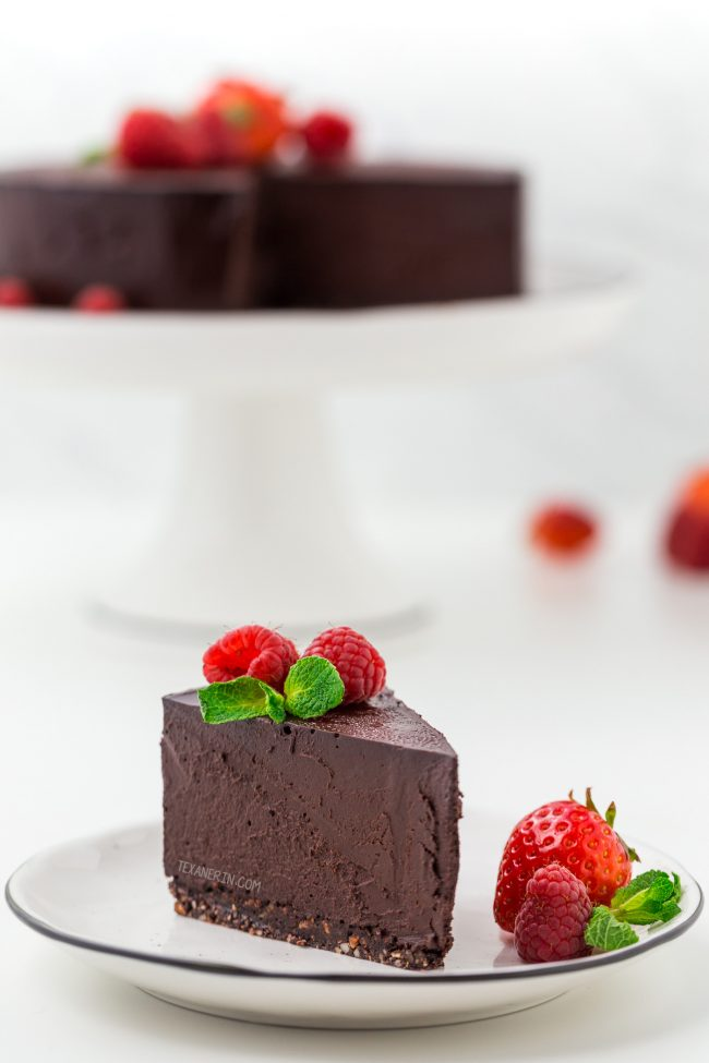 This delicious and easy paleo chocolate cheesecake is also vegan and super rich, creamy and decadent! Made with coconut milk, dates and coconut sugar, this no-bake cheesecake is a little healthier than your traditional cheesecake.