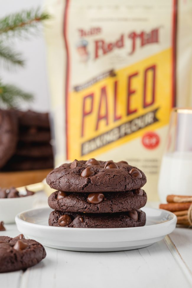 These chocolate gingerbread cookies are perfectly soft, chewy and loaded with spicy Christmas goodness. With a vegan option.