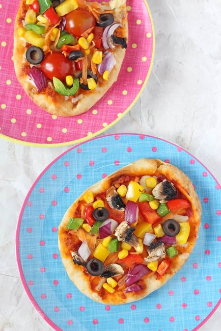 Easy Recipes for Kids to Make – pita bread pizza